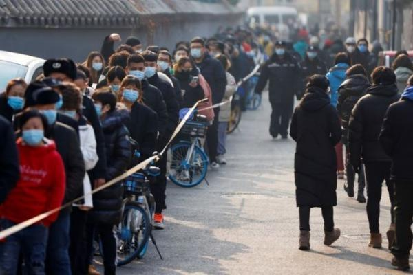 صف های طولانی تست کرونا در پایتخت چین